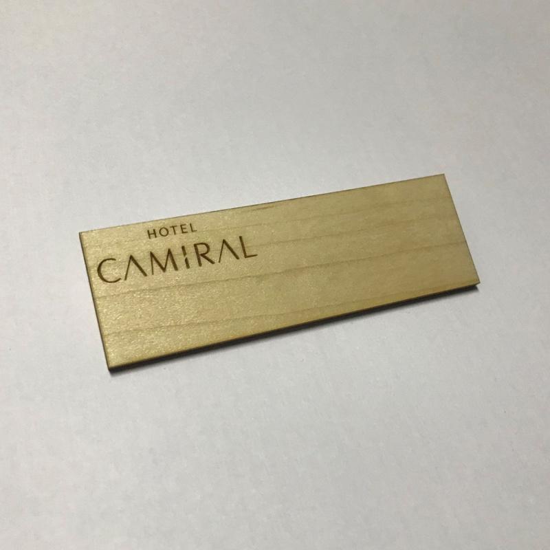 Placa de identificación de madera