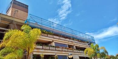 Alquiler y montaje de andamio en fachada. Jardines del Teide. Puerto de la Cruz.