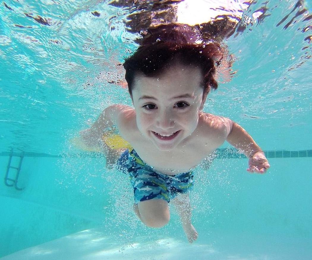 ¿Qué debes saber para proteger tu salud en la piscina?