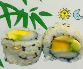 Ensalada de salmón: Carta de Sushi Time Buffet Libre