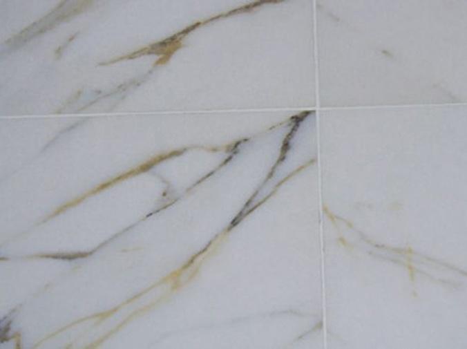 Cómo quitar manchas en suelos de mármol