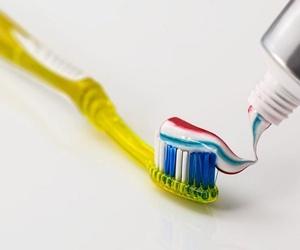 ¿Es importante el flúor en la pasta de dientes?