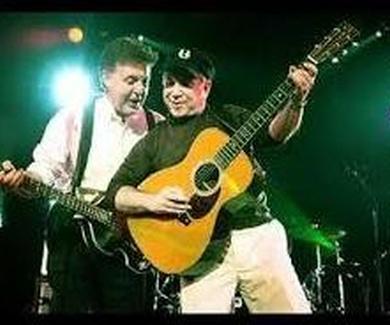 """""""PAUL & PAUL:  Las vidas paralelas de dos gigantes del pop"""""""