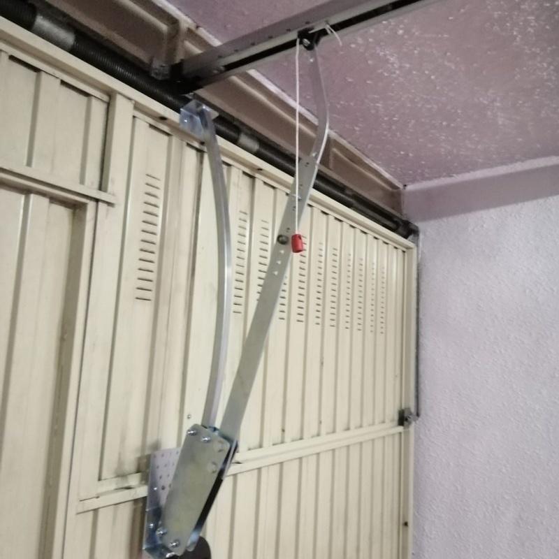 Motorizamos y reparamos puertas de garaje y persianas: Servicios de Puertas Y Armarios Zarautz