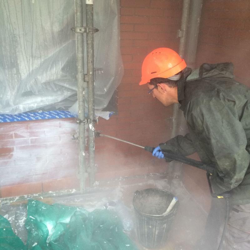 Decapado con agua a presión y aplicación de hidrófugogo en Santander-Torrelavega.