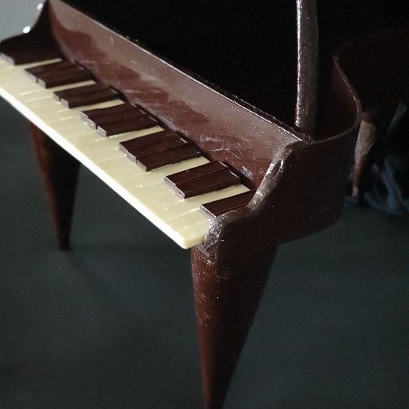 Piano de chocolate para mesas dulces en Marbella