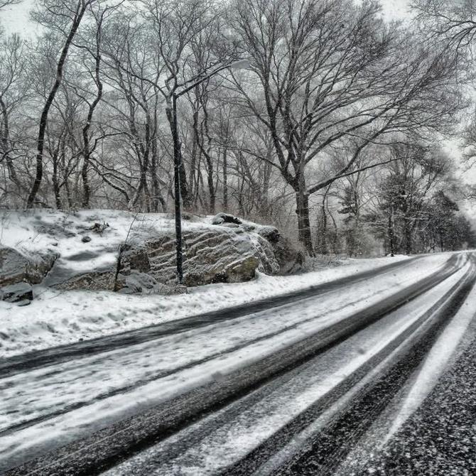 Cómo conducir con nieve o hielo