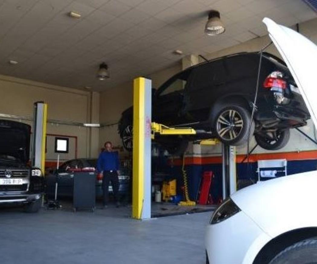 ¿Cada cuánto hay que revisar el aceite del coche?