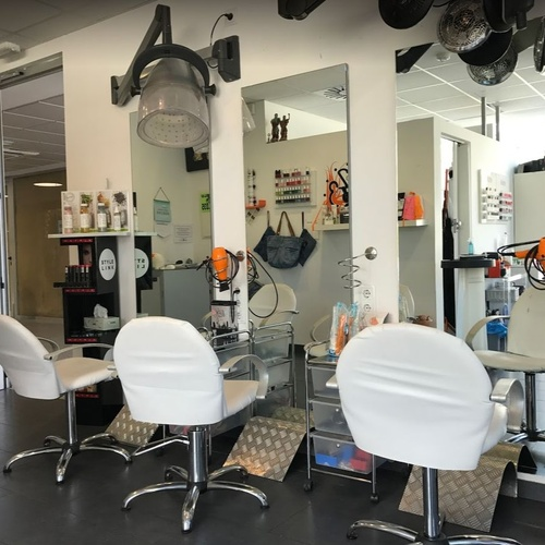 Centro de peluquería y estética en  Sant Vicenç de Montalt, Barcelona
