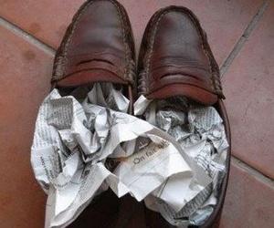 ¿Cómo secar zapatos mojados?
