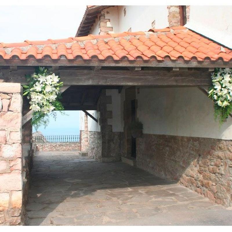 Decoración floral de bodas, iglesias y salones: Productos de FLORISTERÍA CASA BASUSTA
