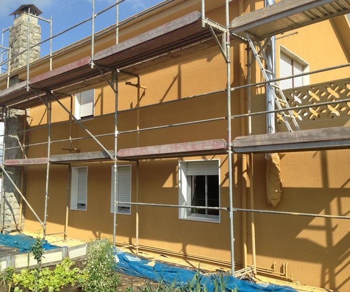 Revestimiento de corcho proyectado en vivienda unifamiliar.