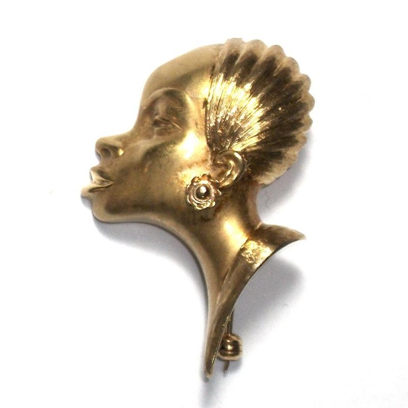 Broche con rostro femenino en oro de 18k. S. XX.: Catálogo de Antigua Joyeros