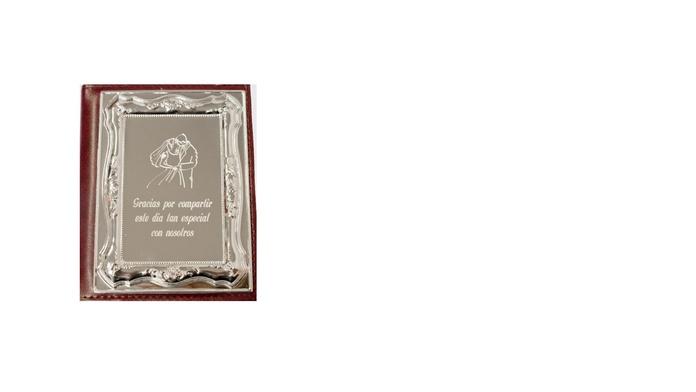 Joyería y artículos de regalo: Servicios de Gravats a l'Instant, S. C. P.