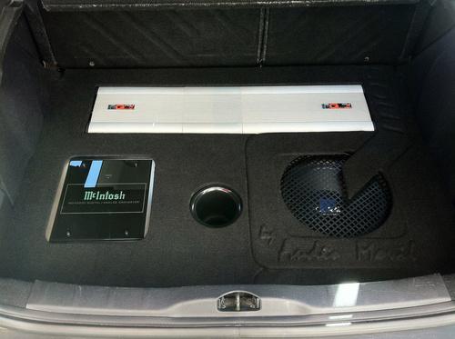 Montaje de equipos de sonido en coches