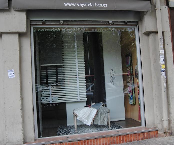 Escaparate: panel, veneciana de madera, de aluminio y estore enrollable