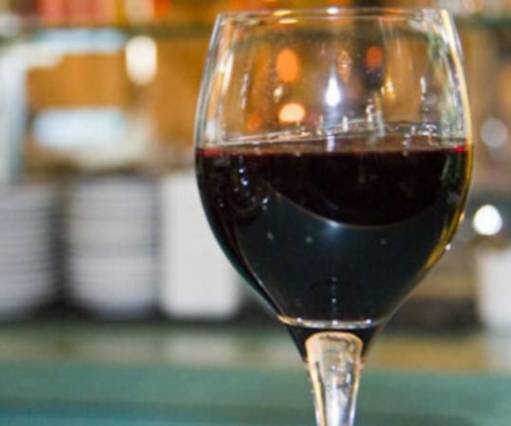 El vino siempre en copa