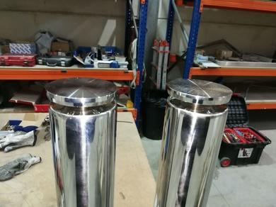 Patas de acero inoxidable con rosetas regulables para tapa de vidrio o para mueble de cocina.