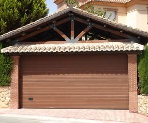 Puertas seccionales imitación  madera