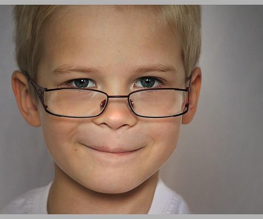 Acudir a revisiones oculares a la óptica para evitar el fracaso escolar en niños
