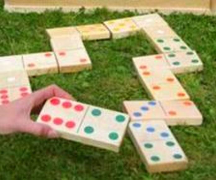 Juegos para el jardín, domino gigante....