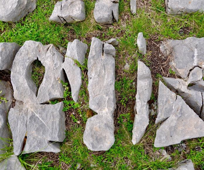 Pequeñas formaciones rocosas.