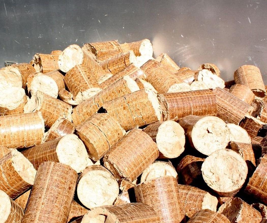 ¿Qué es mejor para la calefacción, pellets o hueso de aceituna?
