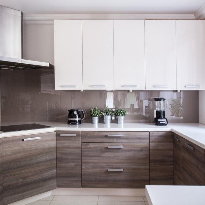 Los muebles de madera en la cocina