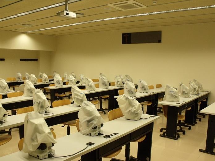 instalación eléctrica de laboratorio de la Universitat Internacional de Catalunya