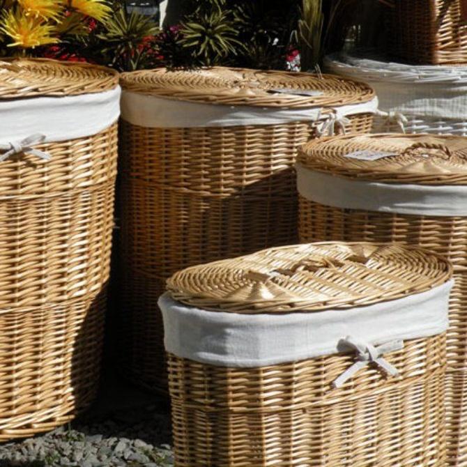 La elegancia y la resistencia de una cesta de mimbre para la ropa sucia