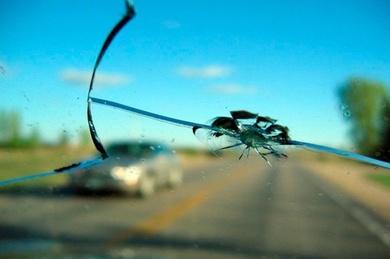 Cuándo cambiar o reparar el parabrisas del coche