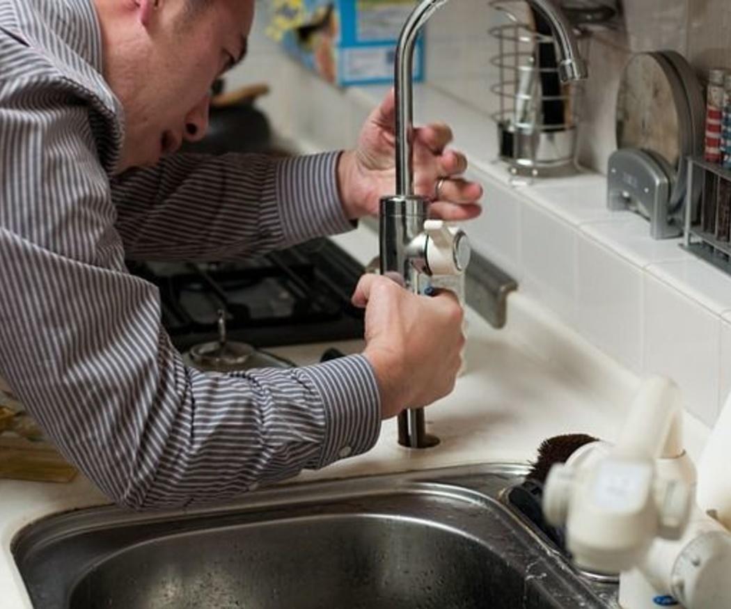 Los riesgos laborales de un fontanero
