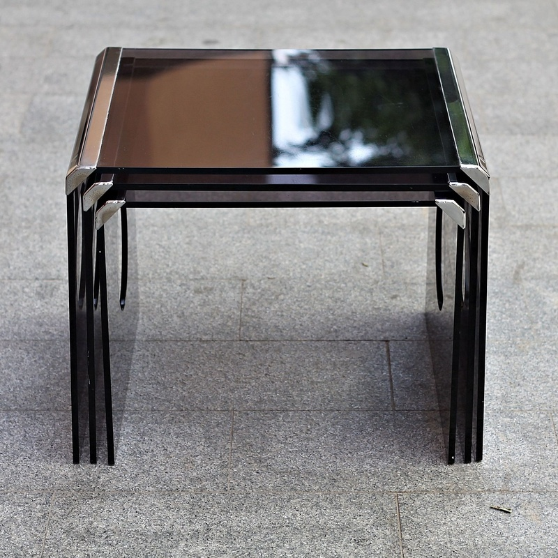 Conjunto de mesas nido italianas años 70:  de Ruzafa Vintage