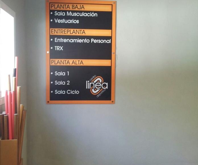 Rotulacion y banderas en el centro deportivo Linea Ogijares
