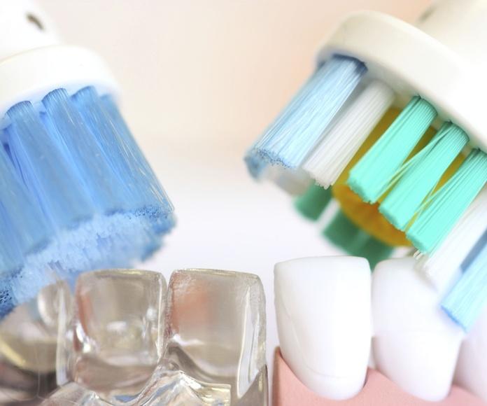 Limpieza dental: Especialidades de Clínica Dental Plaza 58 (Dr. Pedro Fernández Lorente)