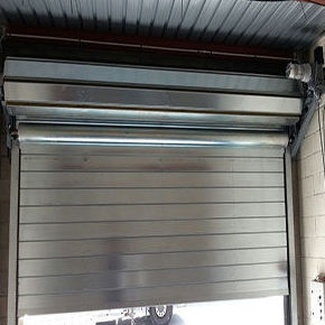 Puerta metálica enrollable cortafuegos contra incendios en Valencia