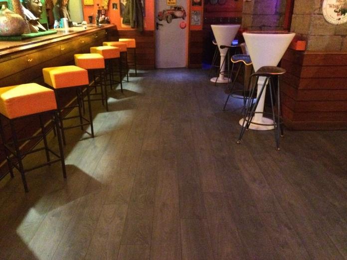 Pub en madrid suelo laminado1