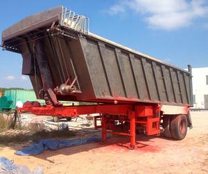 Limpieza de caja de camión con chorro de arena