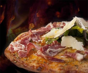 Disfruta de nuestra pizzas artesanas en Vic