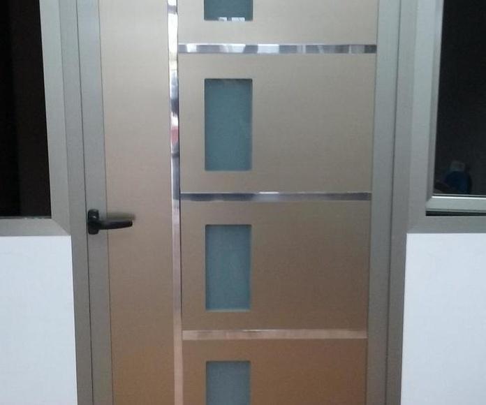 PUERTAS DE ALUMINIO PARA EL EXTERIOR: Servicios de Exposición, Carpintería de aluminio- toldos-cerrajeria - reformas del hogar.