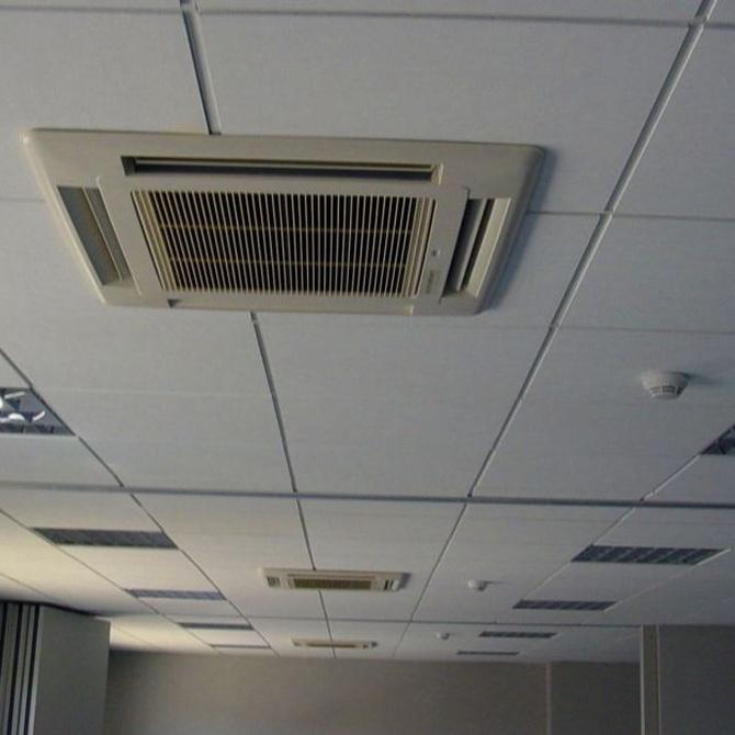 Falso techo y aire acondicionado