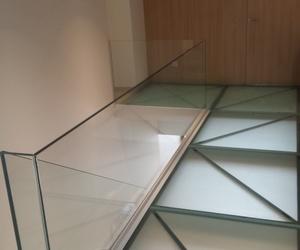 barandilla de cristal i vidrios pisables
