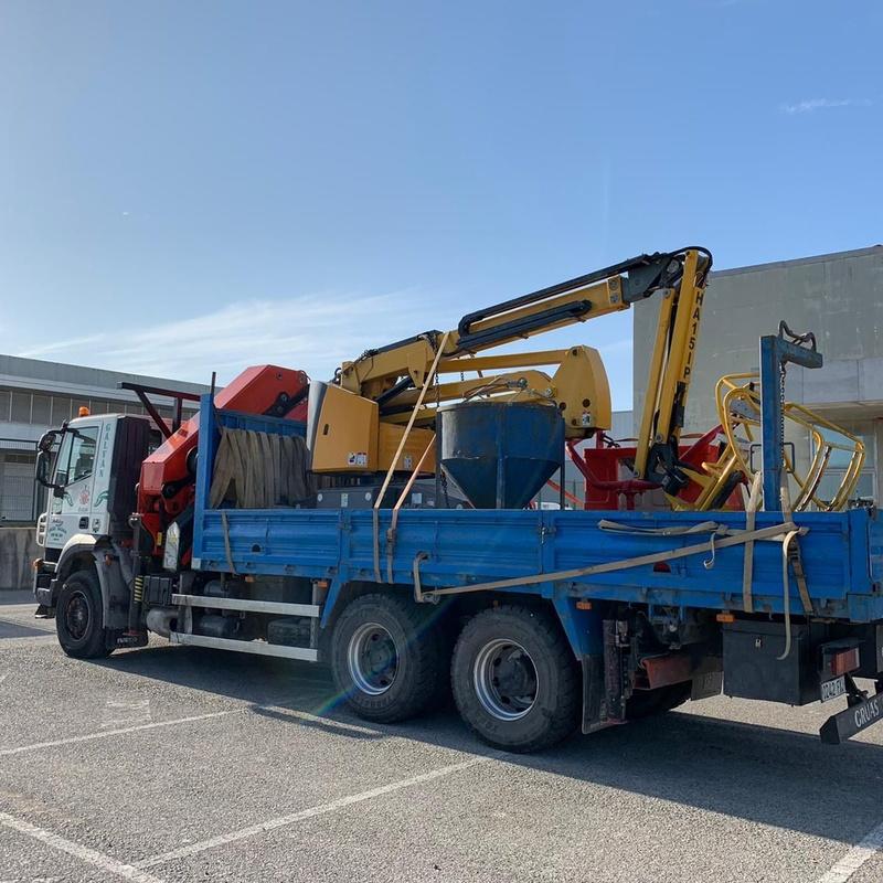 Camión con grúa 40 Tn.: Servicios de Transportes y Grúas Galván - Alquileres Galván
