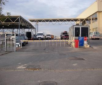 Puertas basculantes en chapa decorativa: Productos y Servicios de Automatizaciones Lázaro, S.L.
