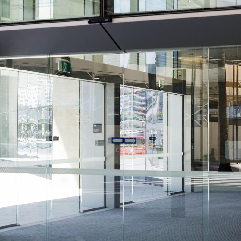Puertas de negocios: Servicios de Zarsín Ascensores