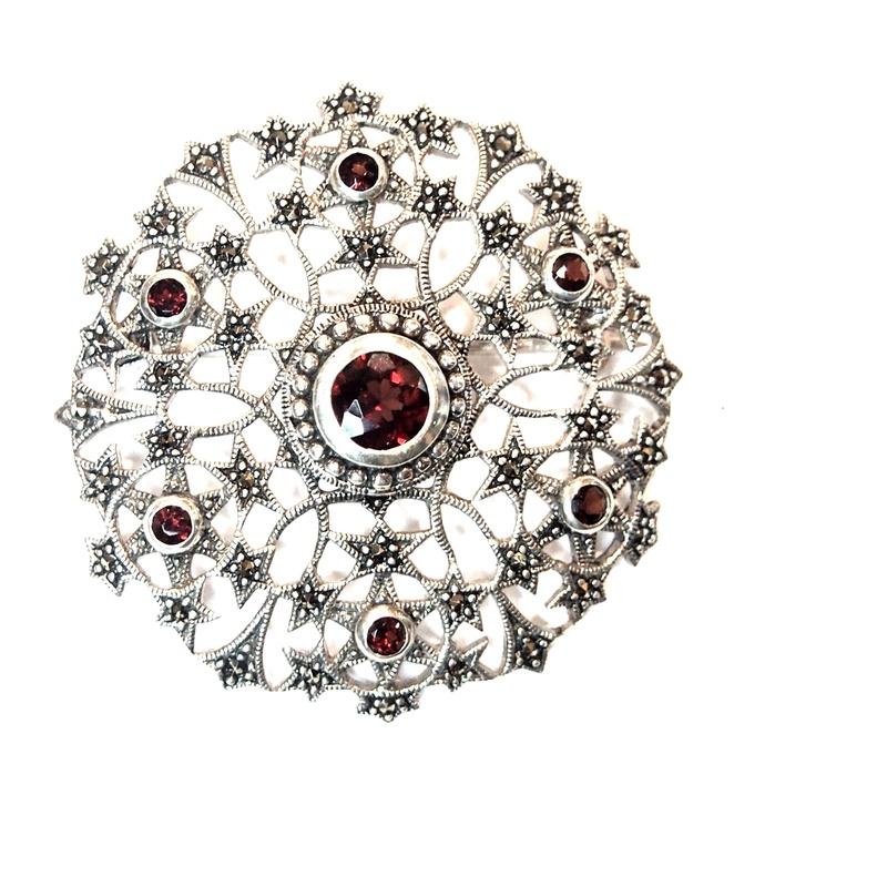 Broche Plata de 1º ley redondo y calado , marcasitas y granates   AB-338/09: Catálogo de Antigua Joyeros