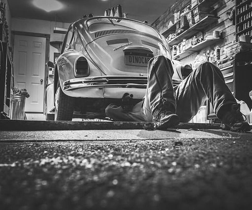 Revisar el coche antes de un viaje