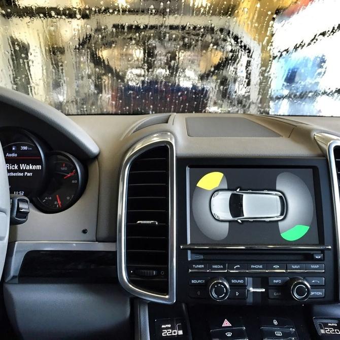 El cuidado de la electrónica del coche durante el lavado
