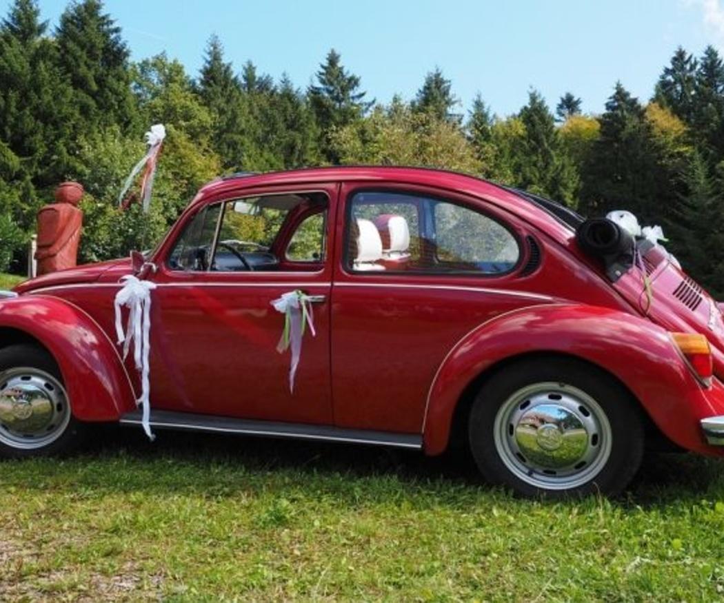 La moda de usar coches clásicos en bodas