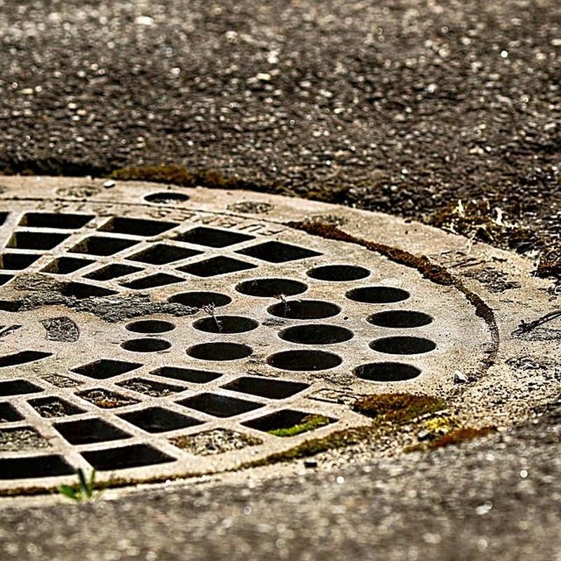 Conservación de redes de agua y alcantarillado: Obras y servicios de Domingo Cueto
